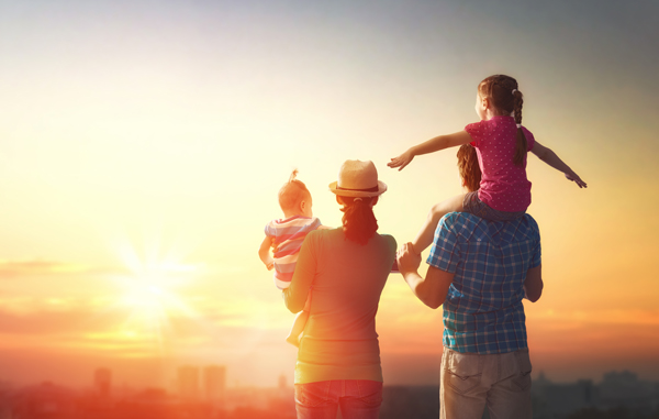 alcohol addiction recovery and the family - family watching sunset - victory addiction recovery center