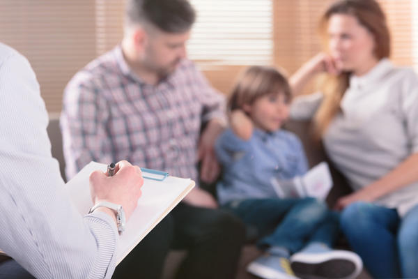Benefits-of-Family-Therapy - family at counseling