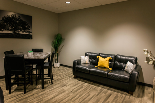 well decorated room with table and chairs and couch - Victory Addiction Recovery Center - Louisiana addiction treatment